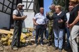 Angela Merkel s-a deplasat în zonele lovite de inundații pentru a ajuta oamenii afectați de acest fenomen