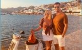 """""""Astă seară dansăm în familie"""" Elena Udrea și Elena Băsescu, dezmăţ  în  vacanța din Grecia"""