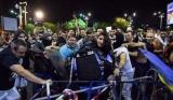 Jandarmerița care a fost bătută în timpul protestelor, a ajuns să se judece cu instanța care a trimis-o în stradă