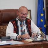 Primarul sectorului 5 Cristian Popescu Piedone : Măi `omule galben, Ludovic Orban `... Printre divine și mandoline, te visezi căpitan! Te crezi Baba Vanga?