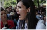 Protest in fata primariei sectorului 1.   Clotilde Armand taie bursele copiilor. Părinții cer drepturile elevilor