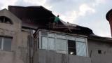 Viorica Dăncilă si Carmen Dan au rămas fără acoperiş la locuinţă. Blocul din Videle în care locuiesc cele doua, avariat de furtună