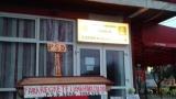 www.ziarulatak.ro Mizeriile din politica continua. Coşciug, cruce şi lumânări în faţa sediului PSD din Roşiorii de Vede