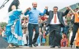 După ce ia pupat in cur pe romi : Băsescu  le spune ţigani.  A declarat  că această minoritate a făcut o imagine deplorabilă poporului român