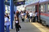 Zeci de călători blocați  în trenul cu care se întorceau de la mare