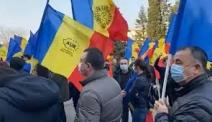 Protest cu iz PENAL  AUR și-a pus SIGLA partidului pe DRAPELUL NAȚIONAL