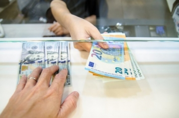 Curs valutar BNR. Scade euro