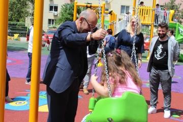 Primarul sectorului 5, Cristian Victor Popescu Piedone, incă o surpriză pentru prichindeii din sector