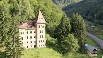 """Vindem tot din ţară pe sume de c….  Castelul abandonat din Apuseni, unde s-a filmat """"Noi, cei din linia întâi"""", a fost cumpărat de Hilton"""