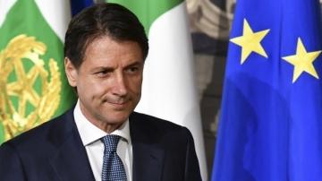 Giuseppe Conte, mesaj către italieni: Nu ne vom petrece vara în balcoane! Vom merge să ne bucurăm de litoral, de munte, de oraşe