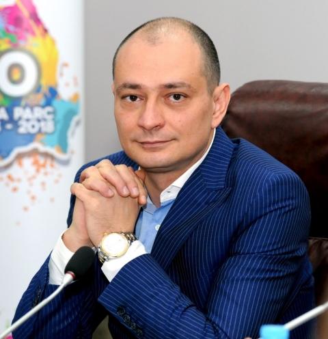 Primarul PSD al Sectorului 4, Daniel Băluță, îi laudă p ...