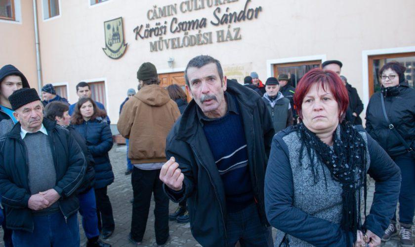"""NU VOR SA MUNCEASCA www.ziarulatak.ro Nu vor să muncească dar nici nu acceptă ca patronii să angajeze străini Proteste rasiste în Harghita, UDMR –"""" Nu puteam accepta incitarea la ură''"""